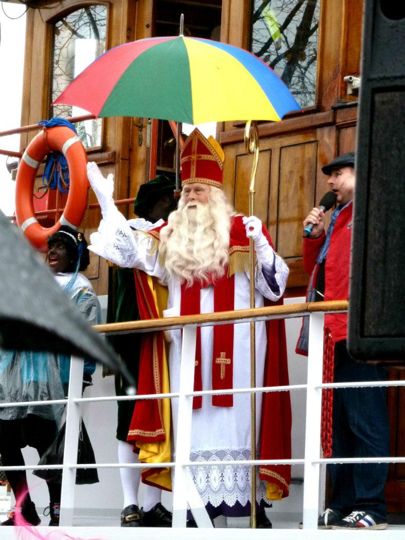 Sinterklaas hält seine Begrüßungsrede