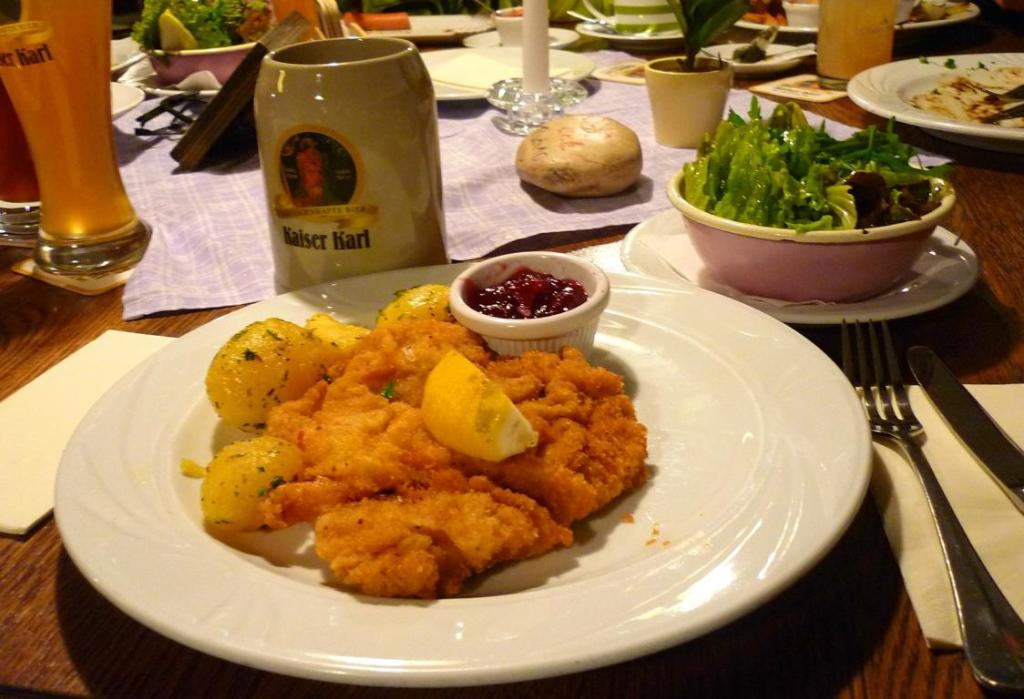 Wiener Schnitzel in Zwettler's Stiftskeller