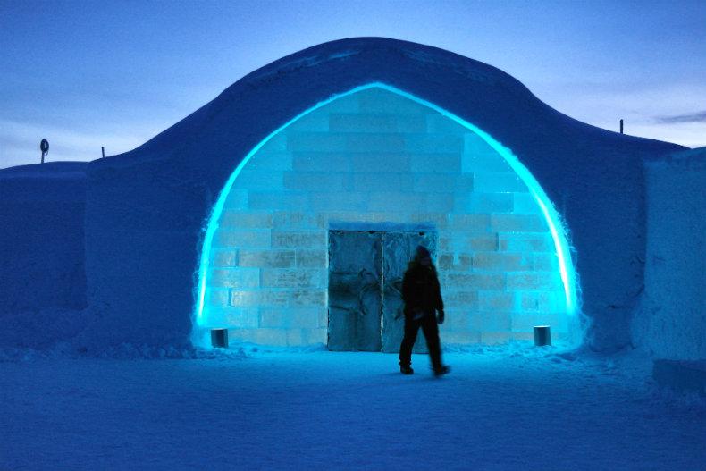 Der Eingang zum Eishotel (2016)