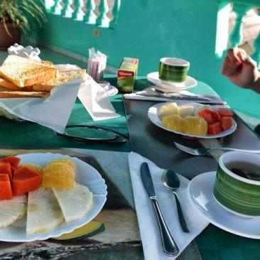Frühstück auf der Dachterrasse in Playa Larga