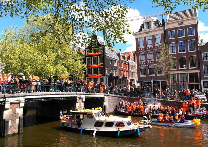 Koningsdag in Amsterdam erleben
