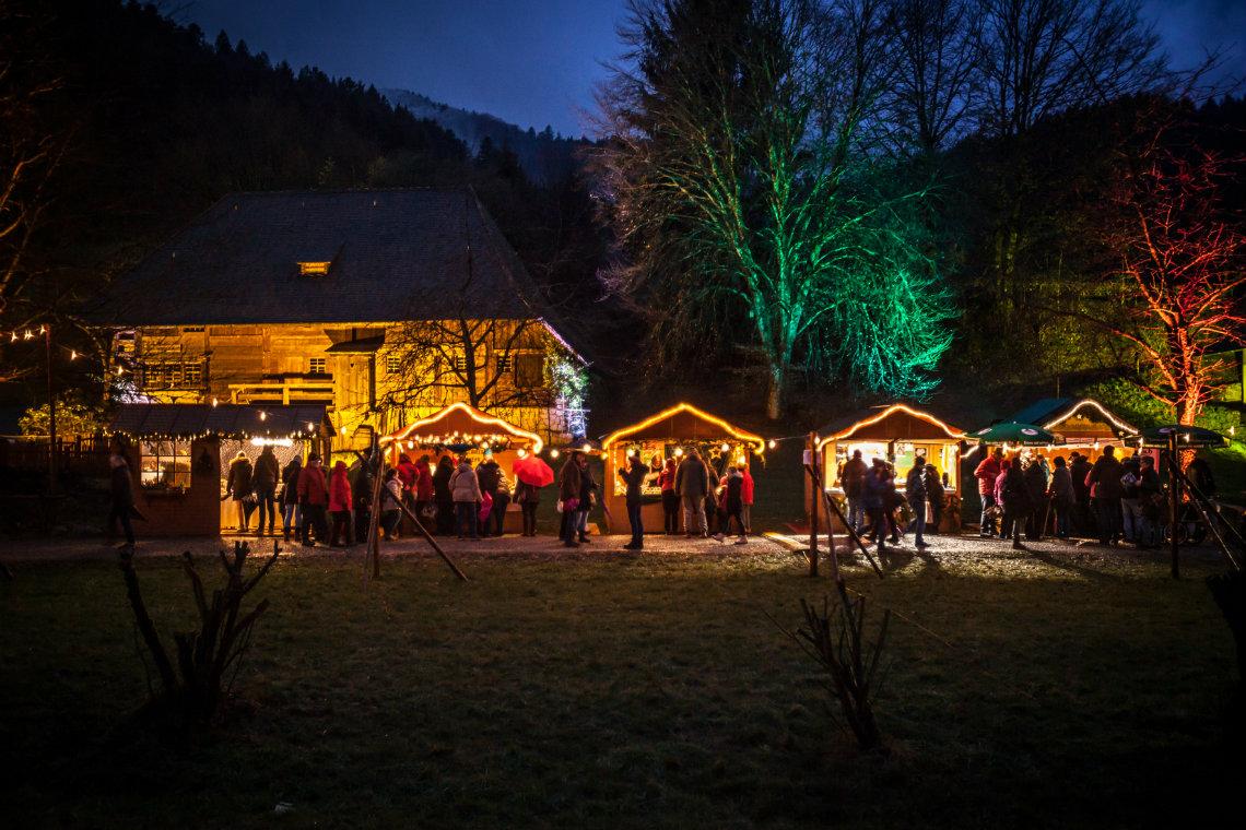 Stimmungsvoll beleuchtetes Ambiente © Schwarzwälder Freilichtmuseum Vogtsbauernhof