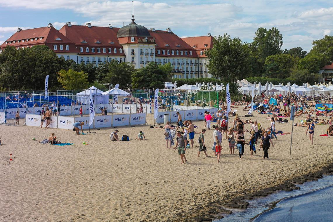 Der Strand von Sopot mit seiner klassischen Bäderarchitektur im Hintergrund