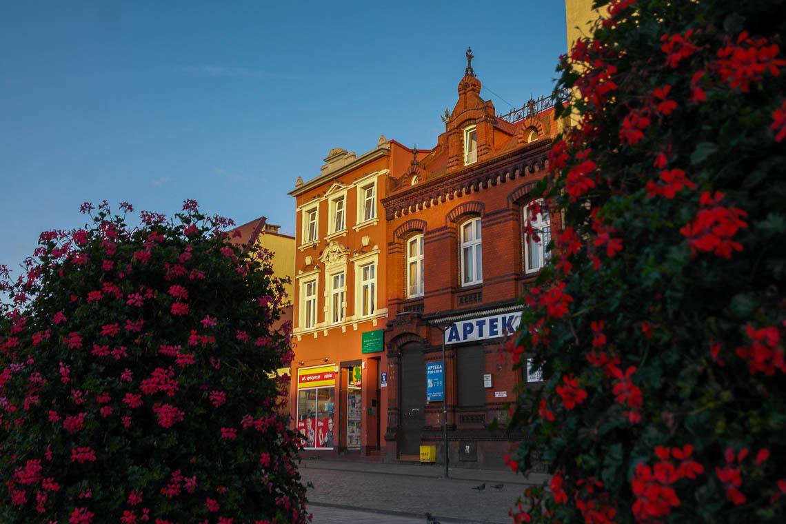 Der Marktplatz von Lębork im Abendlicht