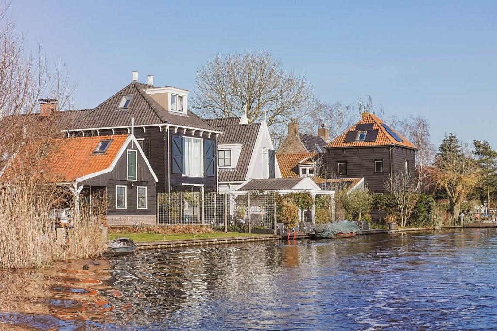 Mikroabenteuer Floßurlaub in der Wildnis bei Amsterdam
